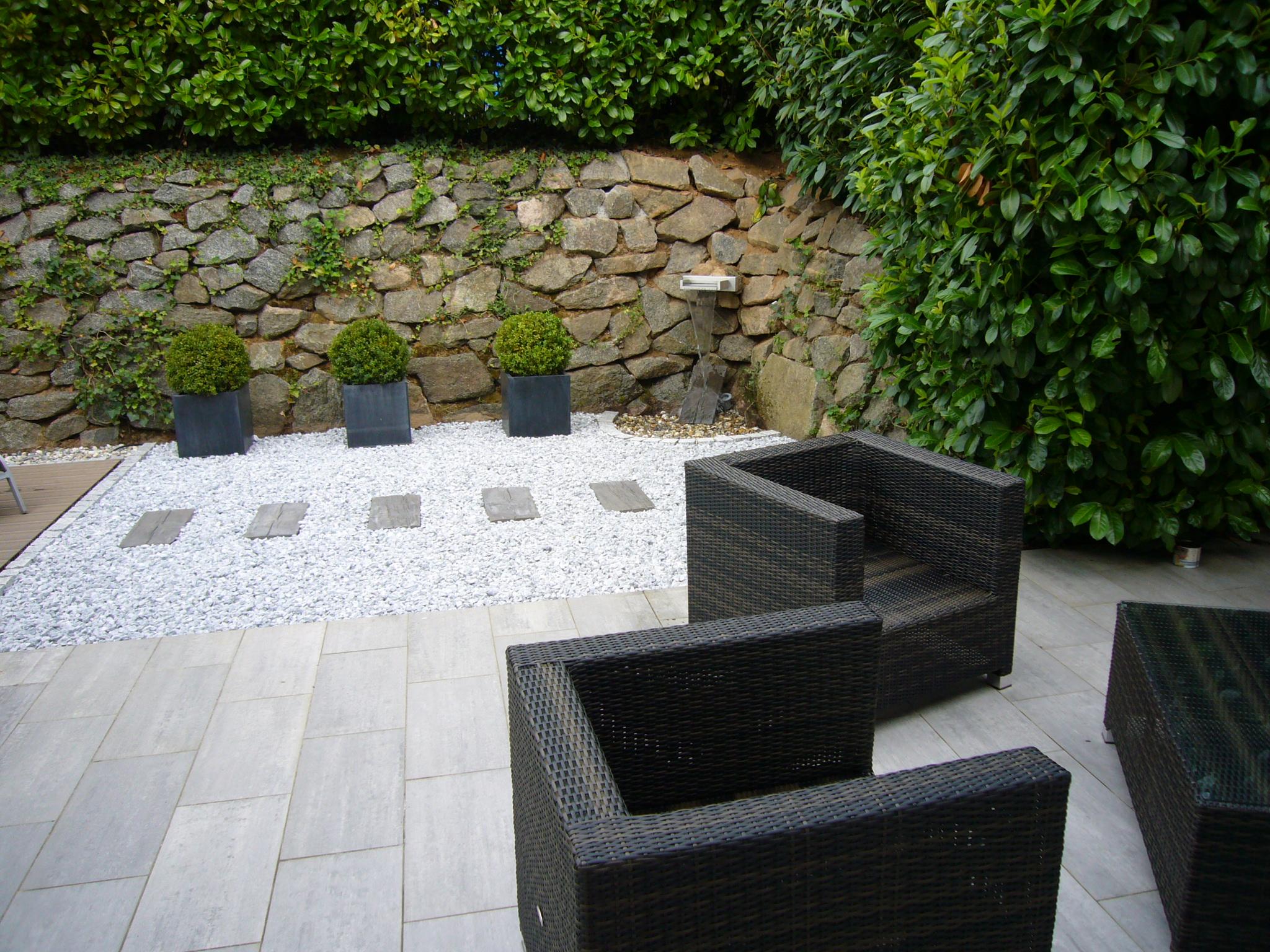 terrasse aus naturstein terrasse aus naturstein und holzbelag terrassengestaltung galabau uwe. Black Bedroom Furniture Sets. Home Design Ideas